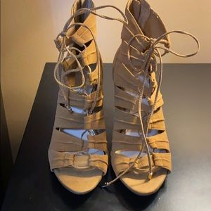 Never Worn Jessica Simpson Lace up Heel